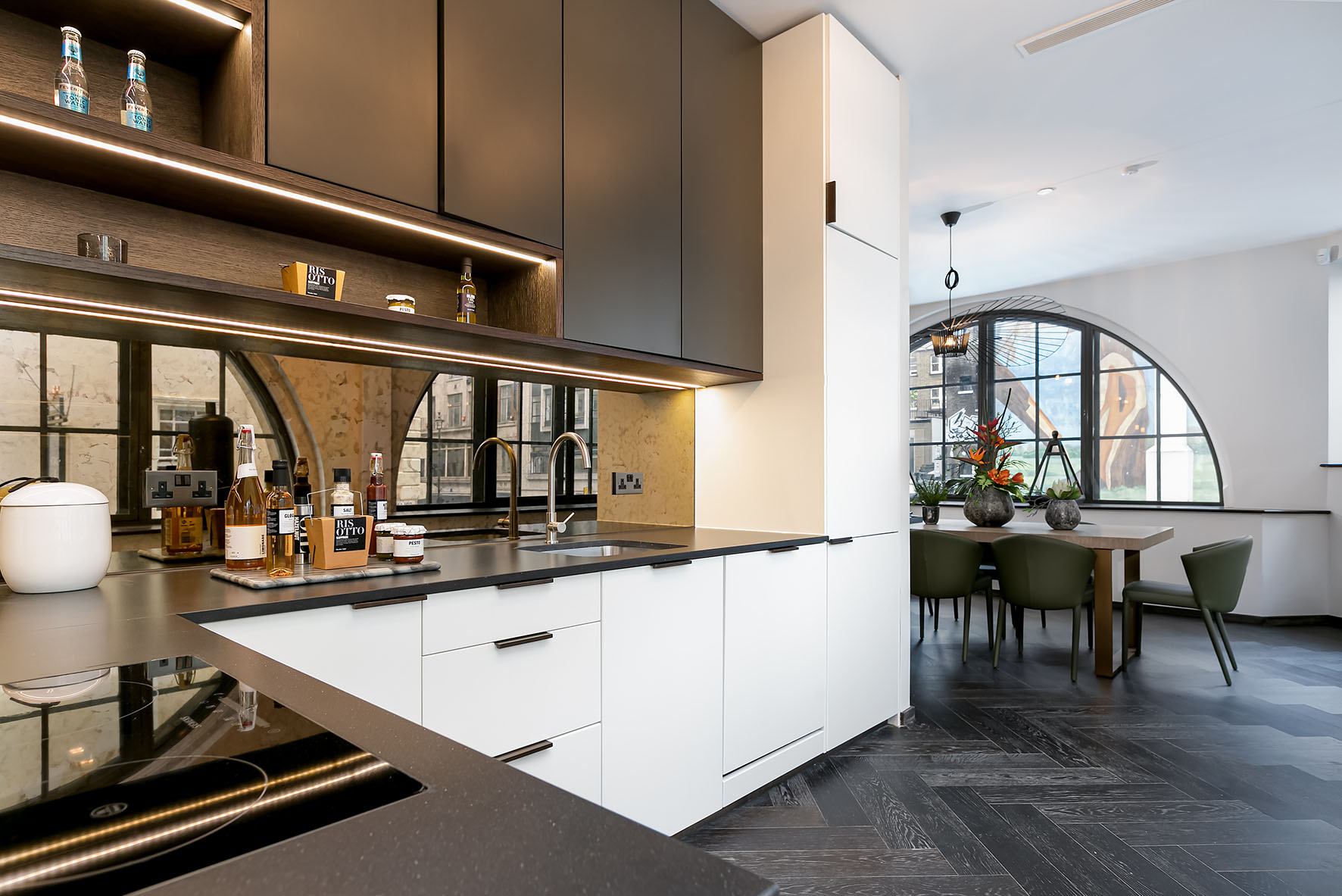 Lovelydays luxury service apartment rental - London - Soho - Berwick Street I - Lovelysuite - 3 bedrooms - 3 bathrooms - Luxury kitchen - 4c12496d2541 - Lovelydays