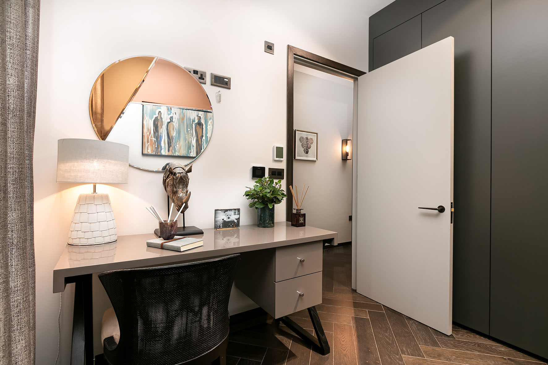Lovelydays luxury service apartment rental - London - Soho - Berwick Street I - Lovelysuite - 3 bedrooms - 3 bathrooms - Working desk - c417edd6cf32 - Lovelydays