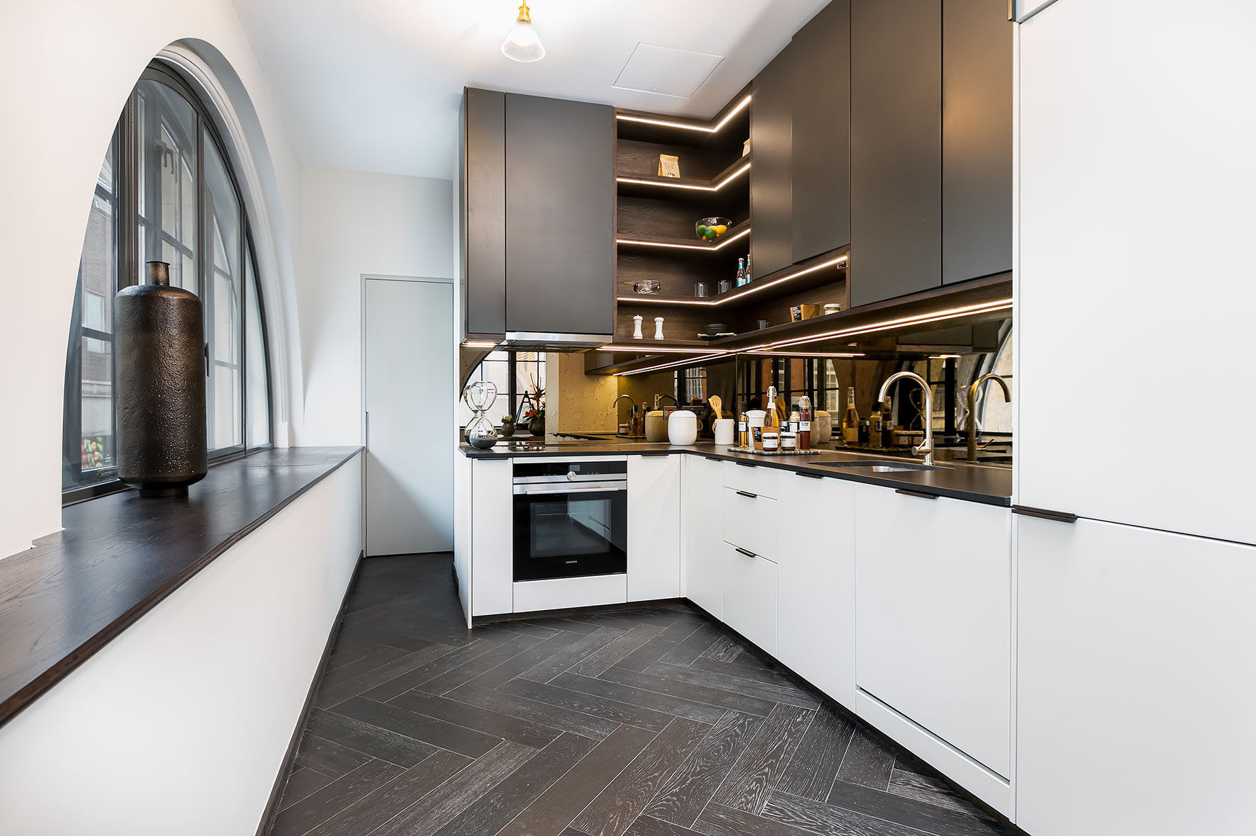Lovelydays luxury service apartment rental - London - Soho - Berwick Street I - Lovelysuite - 3 bedrooms - 3 bathrooms - Luxury kitchen - 5d1c7df28cf2 - Lovelydays