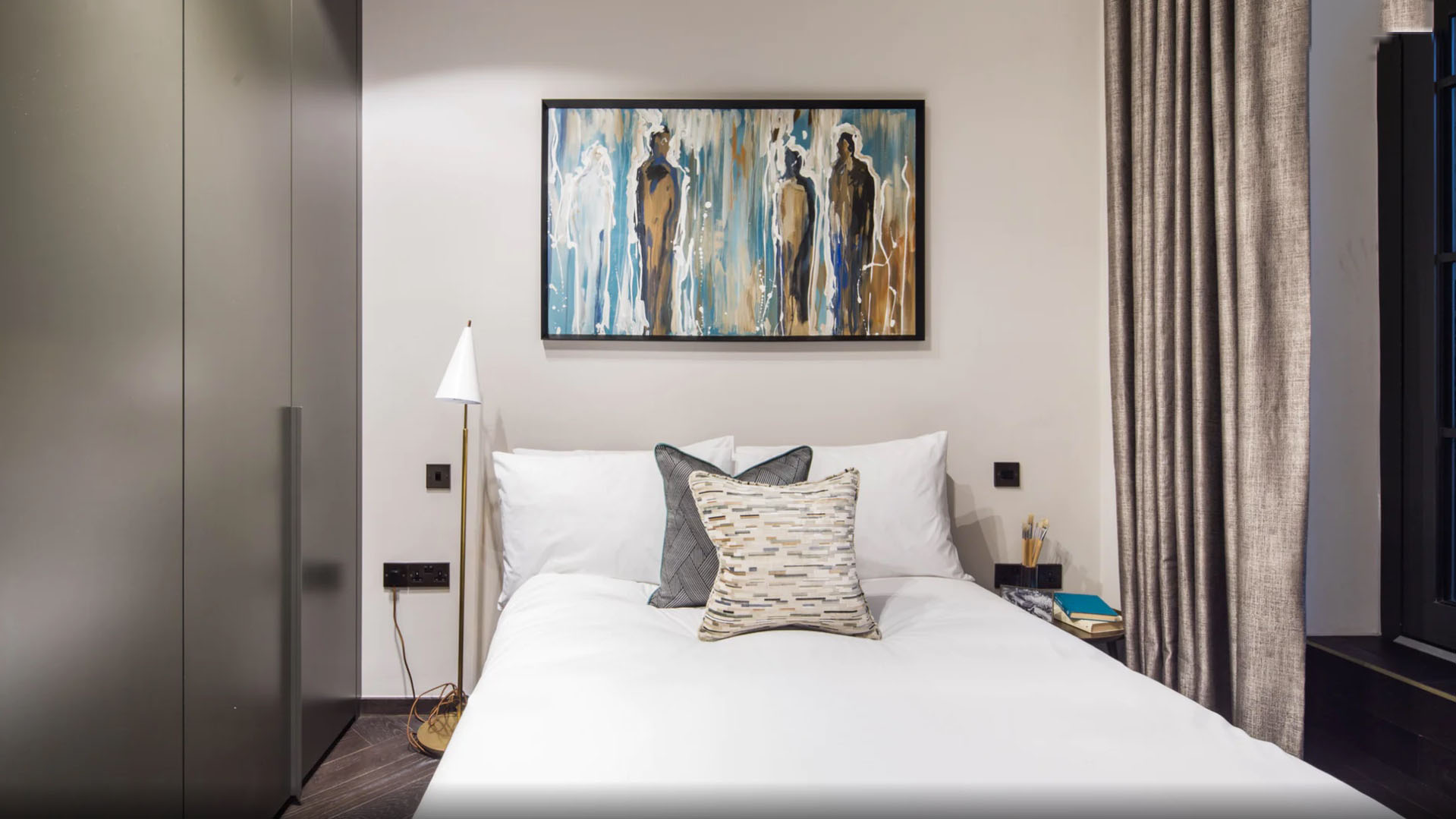 Lovelydays luxury service apartment rental - London - Soho - Berwick Street I - Lovelysuite - 3 bedrooms - 3 bathrooms - Double bed - ae72dbdce3ad - Lovelydays