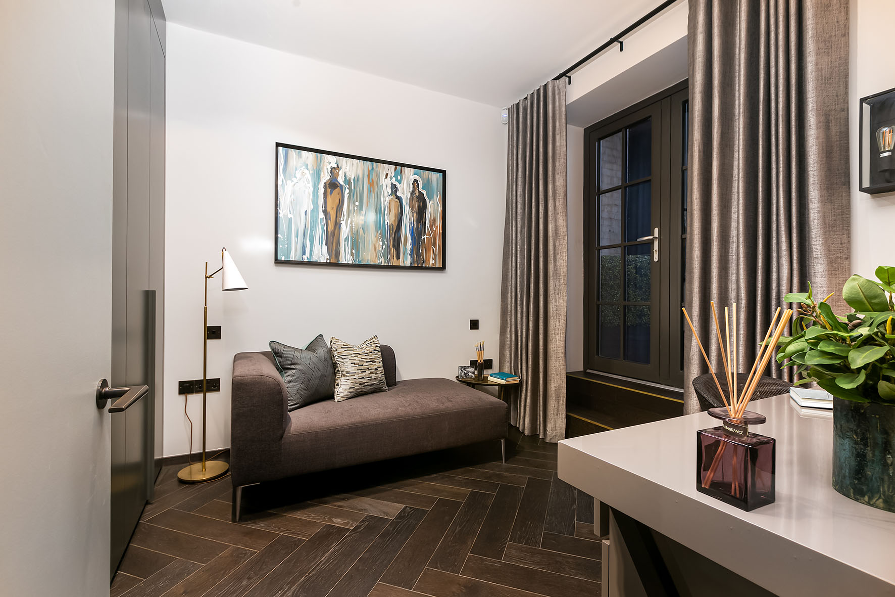 Lovelydays luxury service apartment rental - London - Soho - Berwick Street I - Lovelysuite - 3 bedrooms - 3 bathrooms - Double bed - c458a497bc45 - Lovelydays