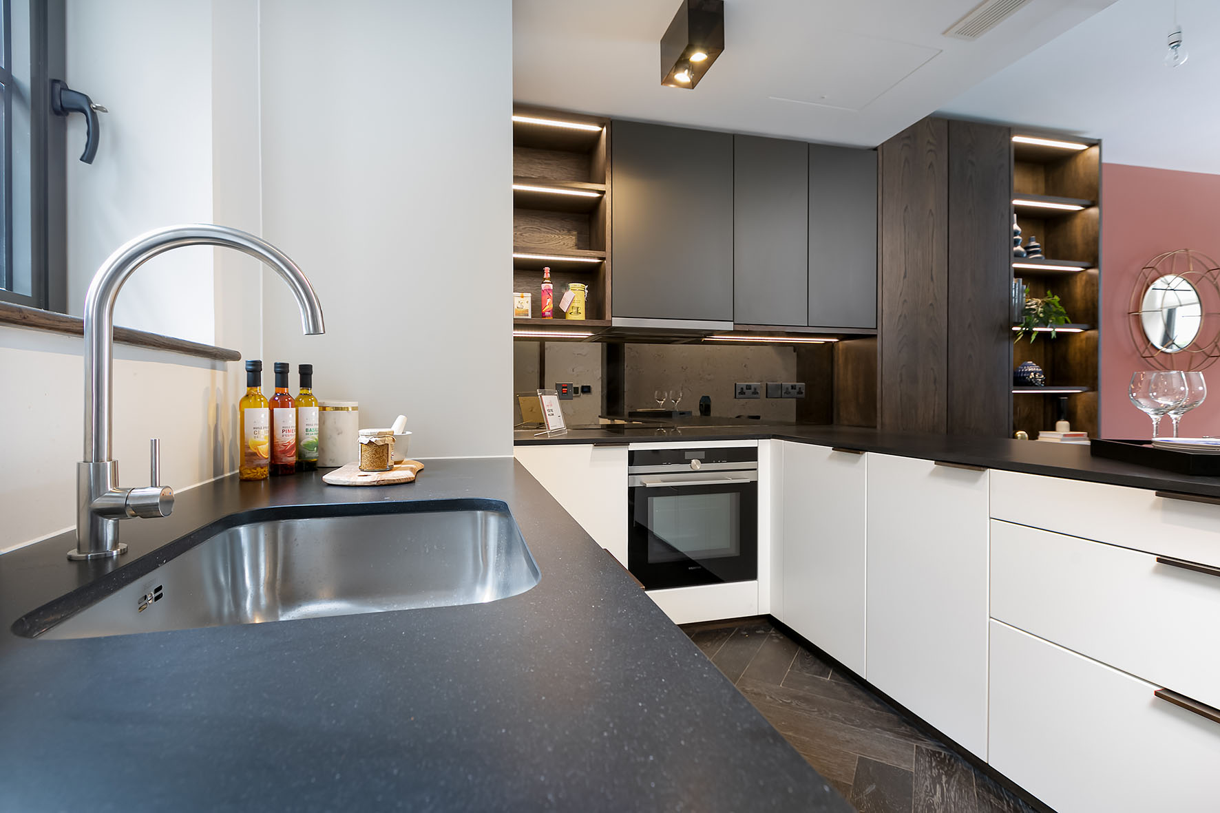 Lovelydays luxury service apartment rental - London - Soho - Berwick Street III - Lovelysuite - 1 bedrooms - 1 bathrooms - Luxury kitchen - rent apartments london - 84f5cc7807b8 - Lovelydays