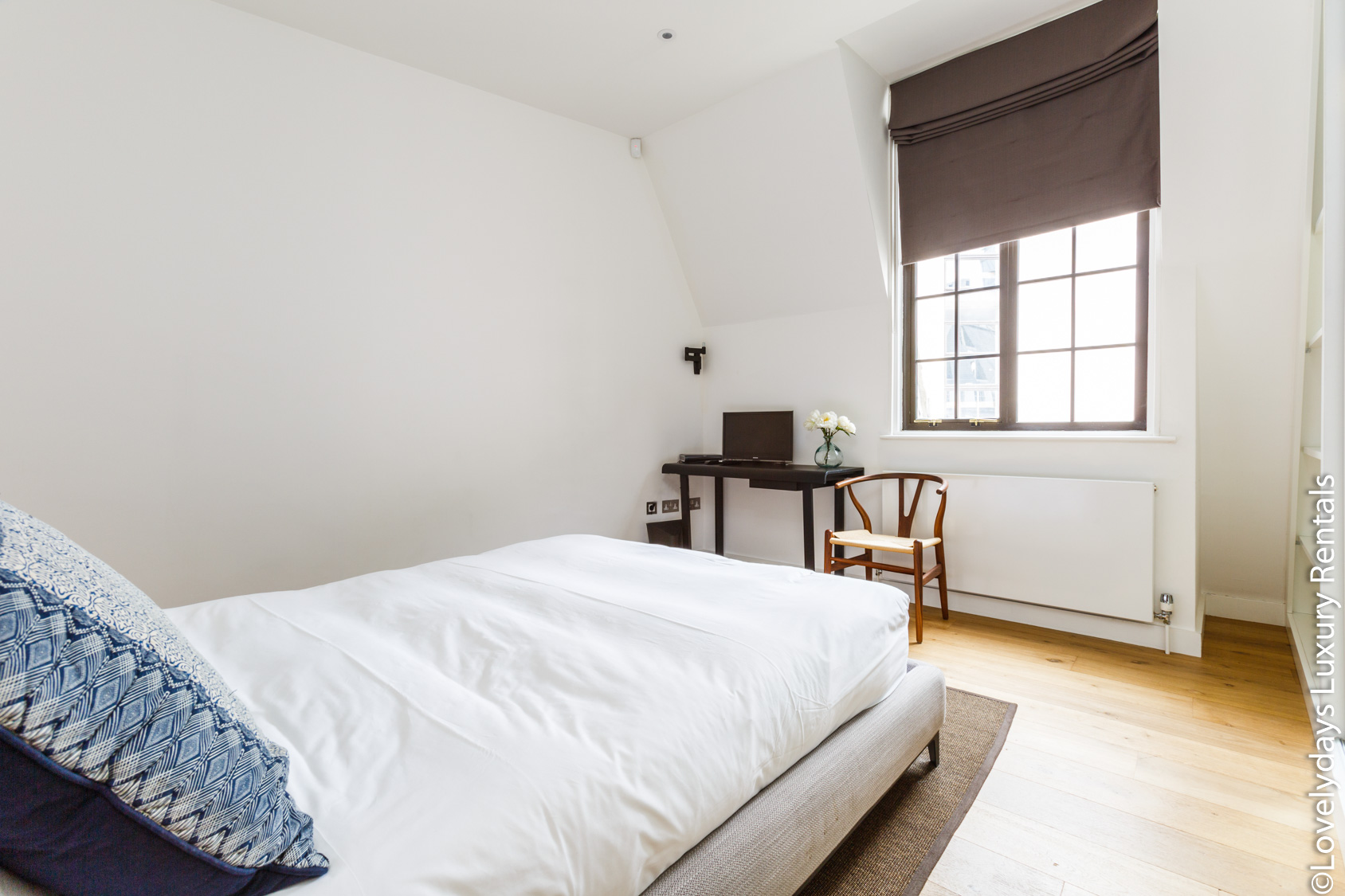 Lovelydays luxury service apartment rental - London - Covent Garden - Cockspur Street - Lovelysuite - 3 bedrooms - 2 bathrooms - Double bed - ea61436979a0 - Lovelydays