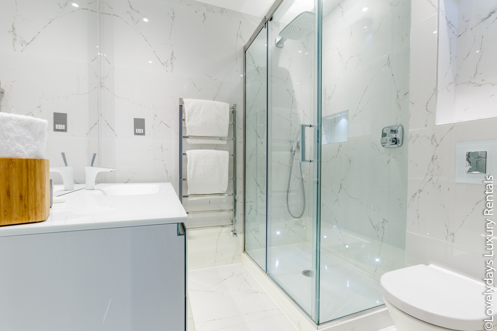 Lovelydays luxury service apartment rental - London - Covent Garden - Cockspur Street - Lovelysuite - 3 bedrooms - 2 bathrooms - Lovely shower - ae847277668e - Lovelydays