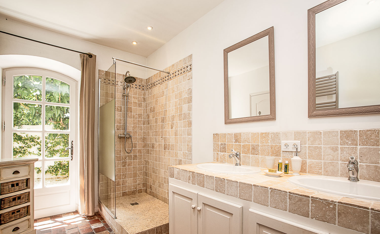 Lovelydays luxury service apartment rental - St Rémy de Provence and surroundings - Ameu Mas - Partner - 6 bedrooms - 6 bathrooms - Lovely shower - 7d884052fcc6 - Lovelydays