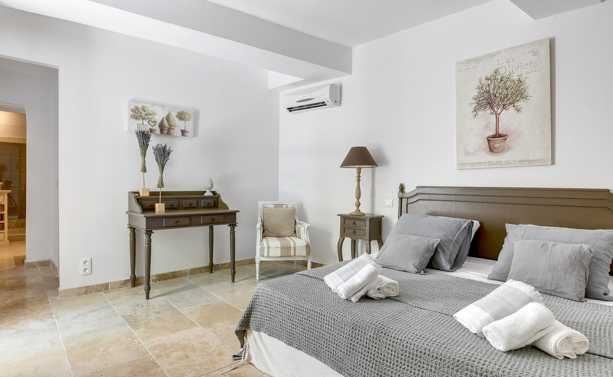 Lovelydays luxury service apartment rental - St Rémy de Provence and surroundings - Ameu Mas - Partner - 6 bedrooms - 6 bathrooms - Queen bed - 9792f657669a - Lovelydays