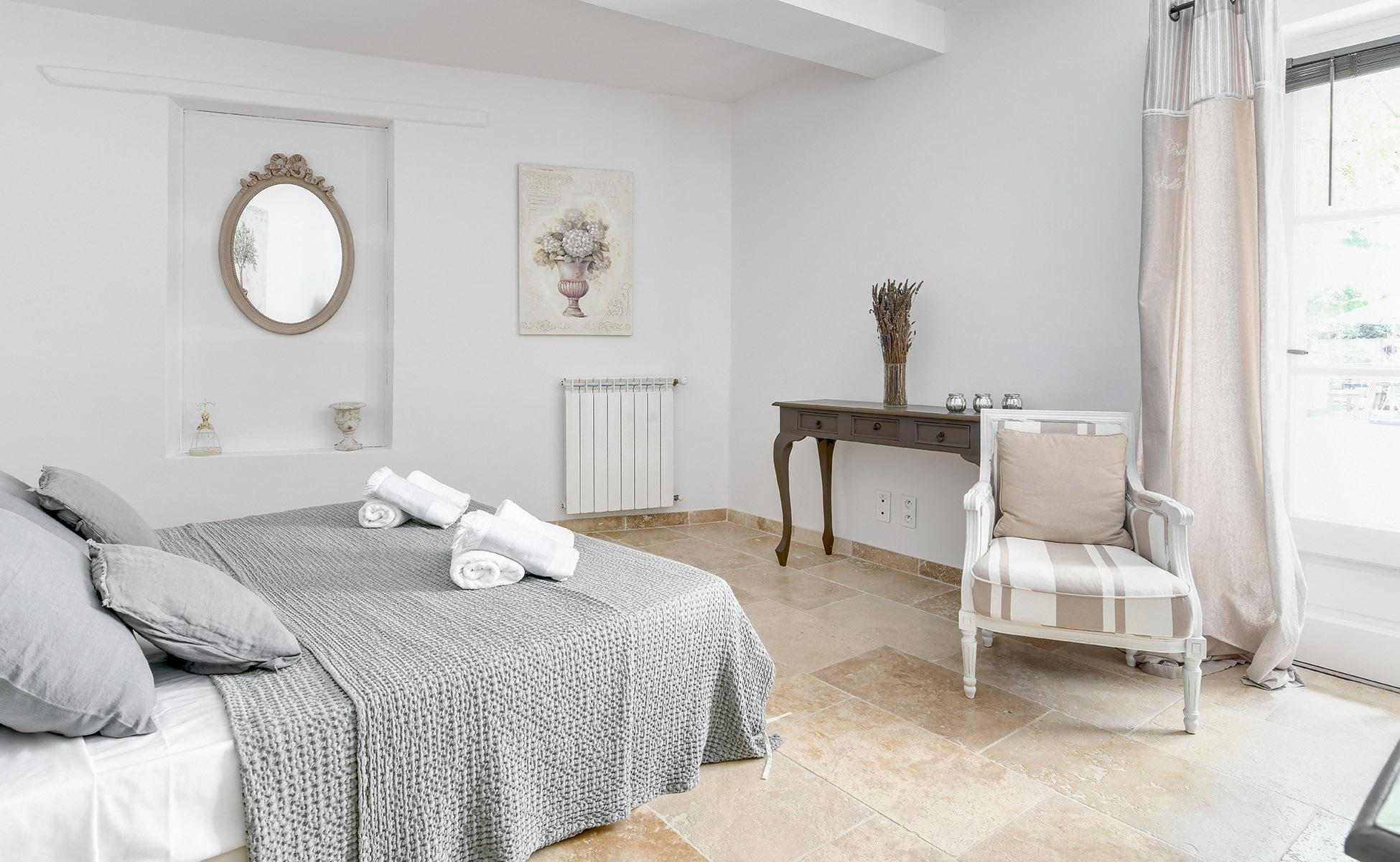 Lovelydays luxury service apartment rental - St Rémy de Provence and surroundings - Ameu Mas - Partner - 6 bedrooms - 6 bathrooms - Queen bed - aa97a3b84526 - Lovelydays