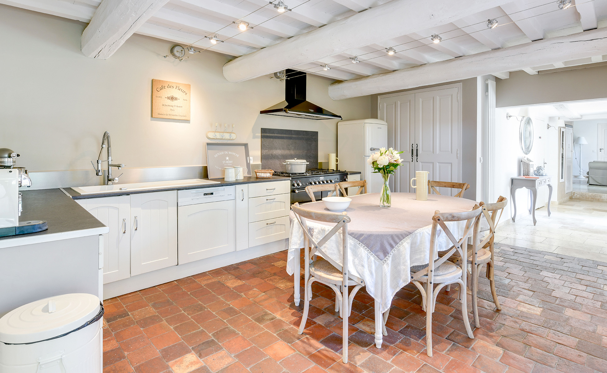 Lovelydays luxury service apartment rental - St Rémy de Provence and surroundings - Ameu Mas - Partner - 6 bedrooms - 6 bathrooms - Dining living room - 34fb859d6f1e - Lovelydays