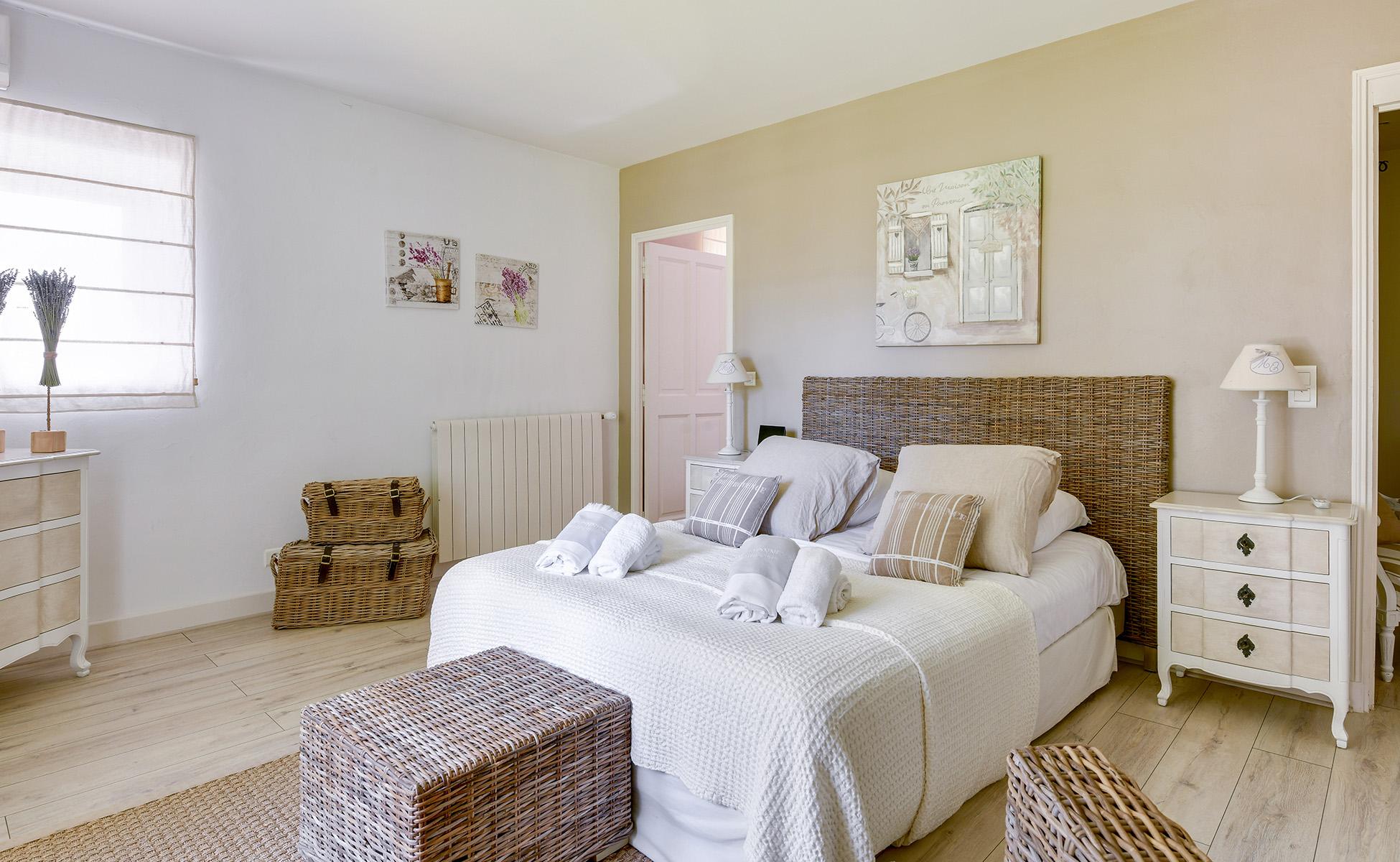Lovelydays luxury service apartment rental - St Rémy de Provence and surroundings - Ameu Mas - Partner - 6 bedrooms - 6 bathrooms - Queen bed - b6c63cd80cf8 - Lovelydays