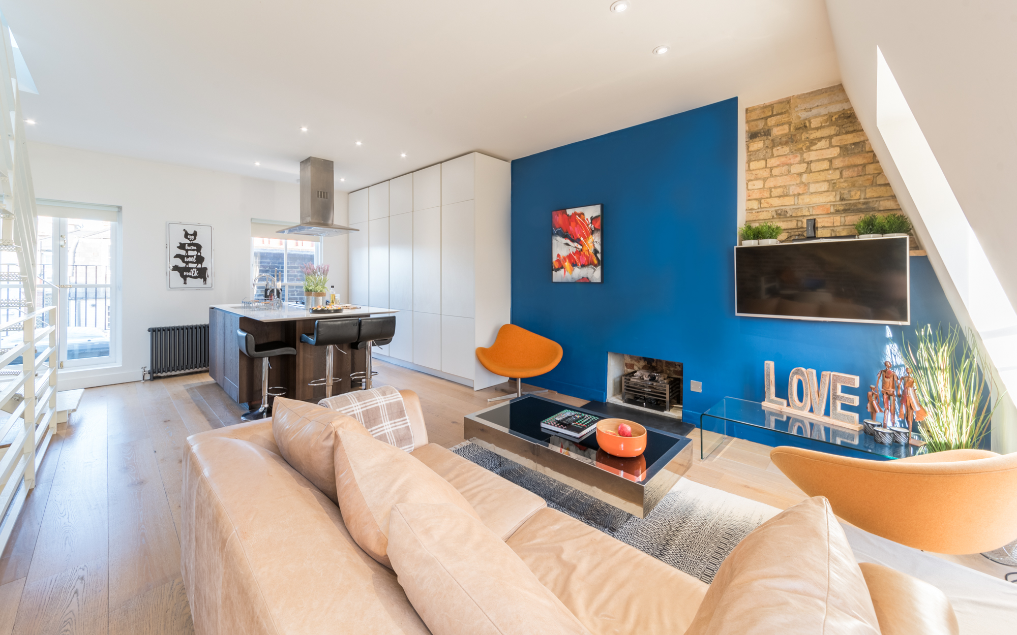 Lovelydays luxury service apartment rental - London - Fitzrovia - Foley Street II - Lovelysuite - 2 bedrooms - 2 bathrooms - Luxury living room - 8a45ab7722e8 - Lovelydays