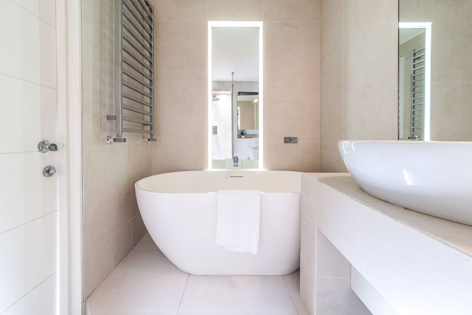Lovelydays luxury service apartment rental - London - Fitzrovia - Foley Street II - Lovelysuite - 2 bedrooms - 2 bathrooms - Beautiful bathtub - d6b59f97002b - Lovelydays