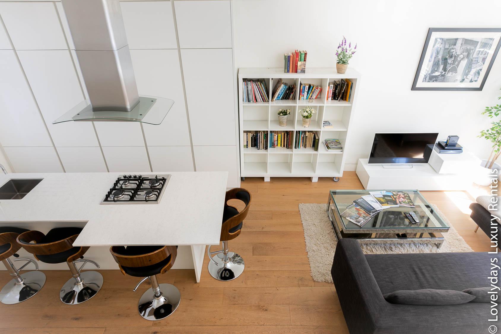 Lovelydays luxury service apartment rental - London - Fitzrovia - Foley Street - Lovelysuite - 2 bedrooms - 2 bathrooms - Luxury living room - 200b2700d725 - Lovelydays