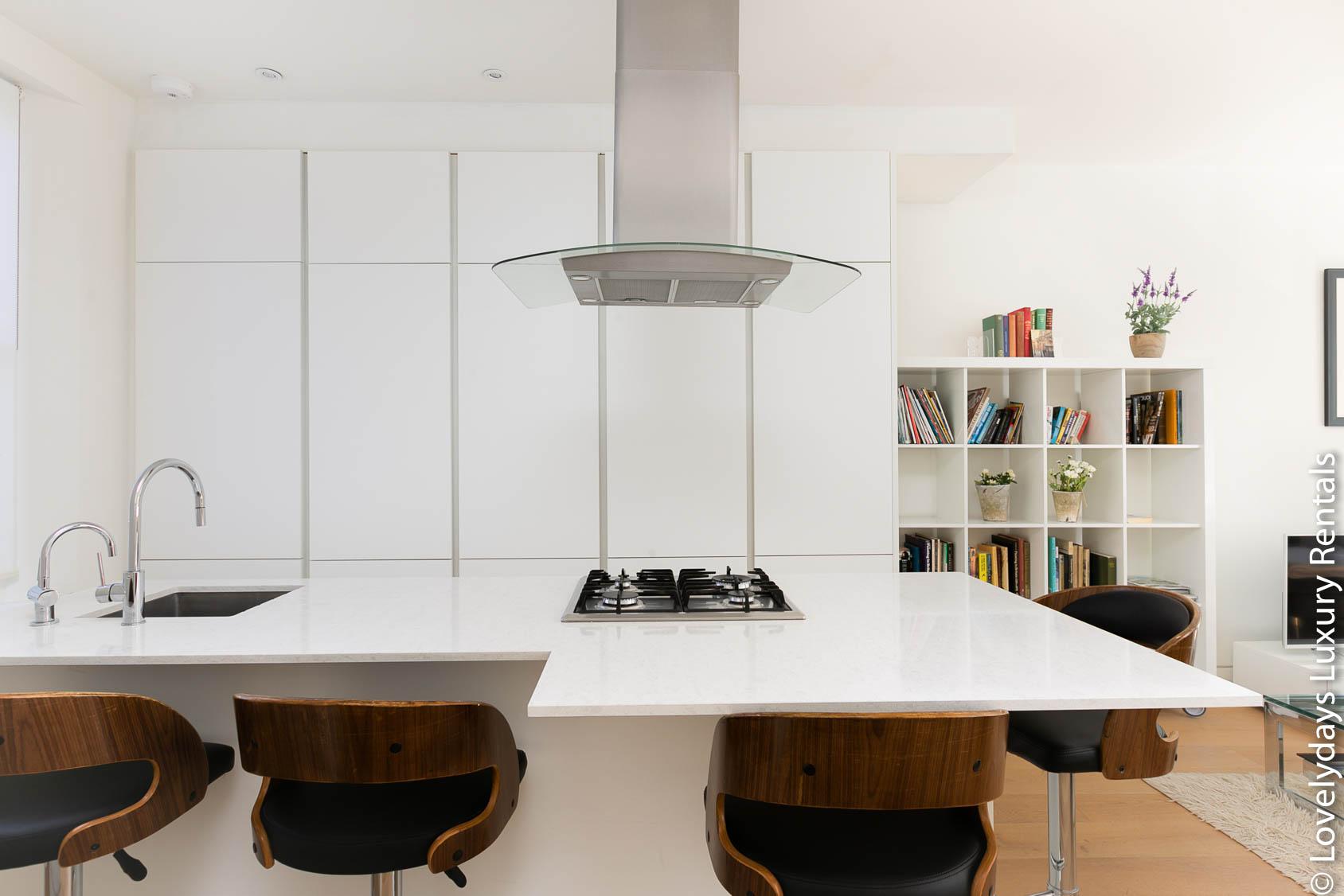 Lovelydays luxury service apartment rental - London - Fitzrovia - Foley Street - Lovelysuite - 2 bedrooms - 2 bathrooms - Luxury kitchen - 695f75a533b0 - Lovelydays