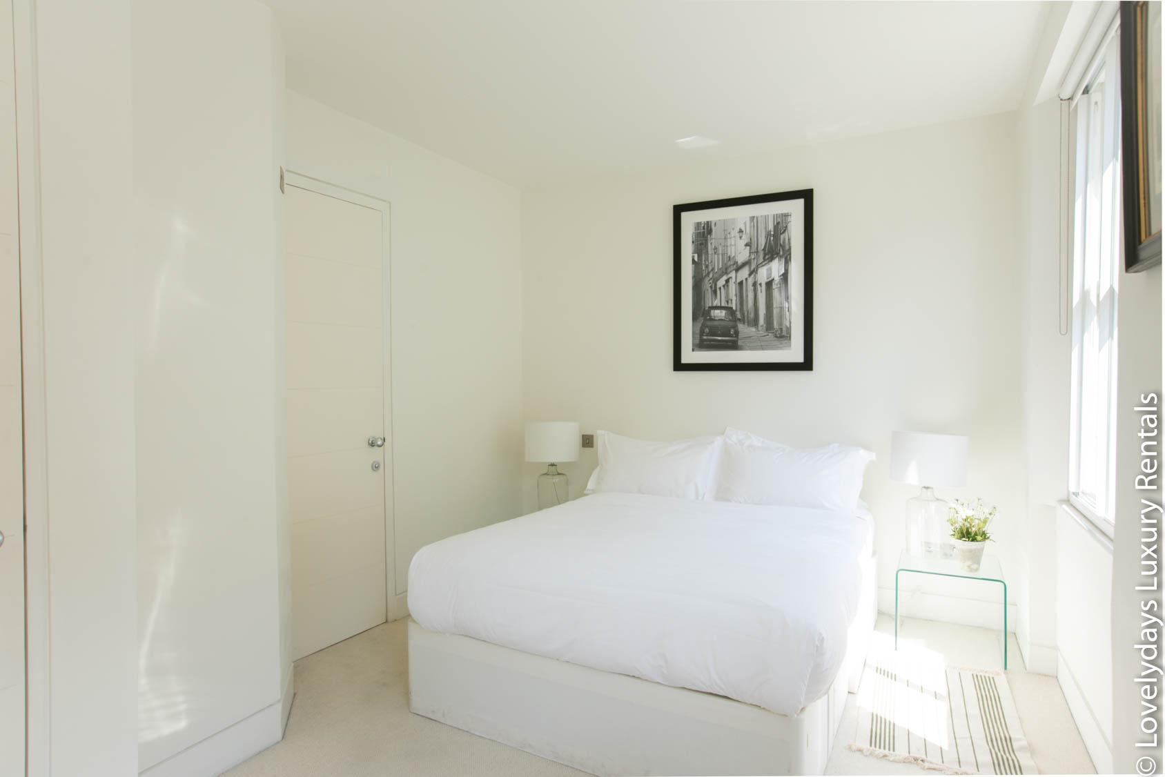 Lovelydays luxury service apartment rental - London - Fitzrovia - Foley Street - Lovelysuite - 2 bedrooms - 2 bathrooms - Double bed - e54565ba2777 - Lovelydays