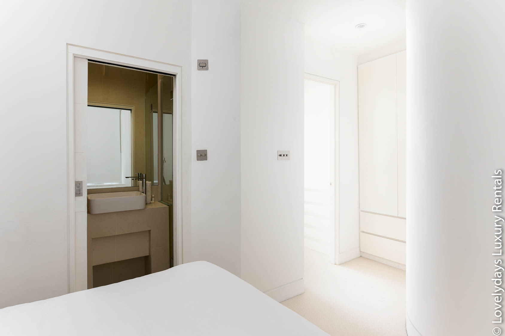 Lovelydays luxury service apartment rental - London - Fitzrovia - Foley Street - Lovelysuite - 2 bedrooms - 2 bathrooms - Double bed - c39f3638229c - Lovelydays