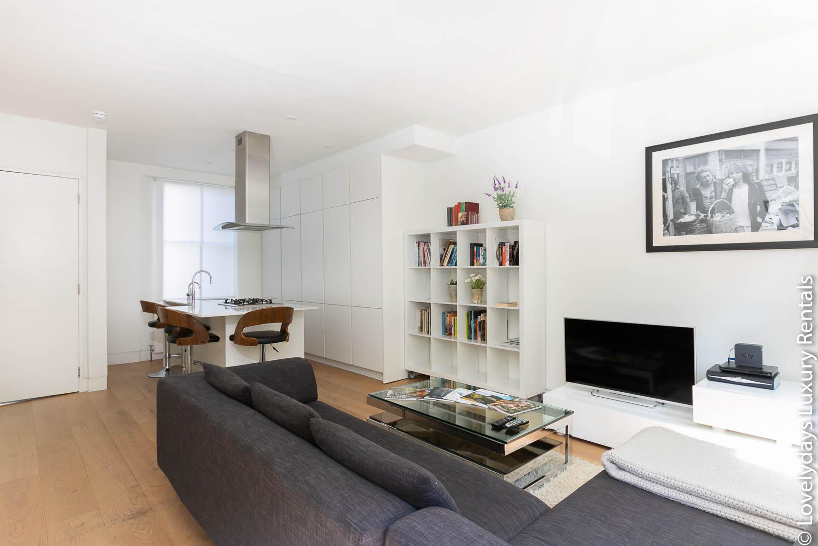 Lovelydays luxury service apartment rental - London - Fitzrovia - Foley Street - Lovelysuite - 2 bedrooms - 2 bathrooms - Luxury living room - 61372de1fc7c - Lovelydays