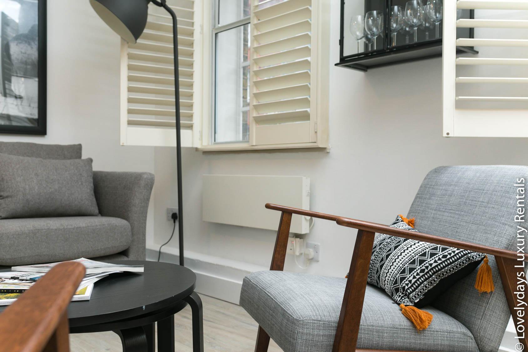 Lovelydays luxury service apartment rental - London - Fitzrovia - Goodge 55 - Lovelysuite - 2 bedrooms - 3 bathrooms - Luxury living room - 8818945a5744 - Lovelydays