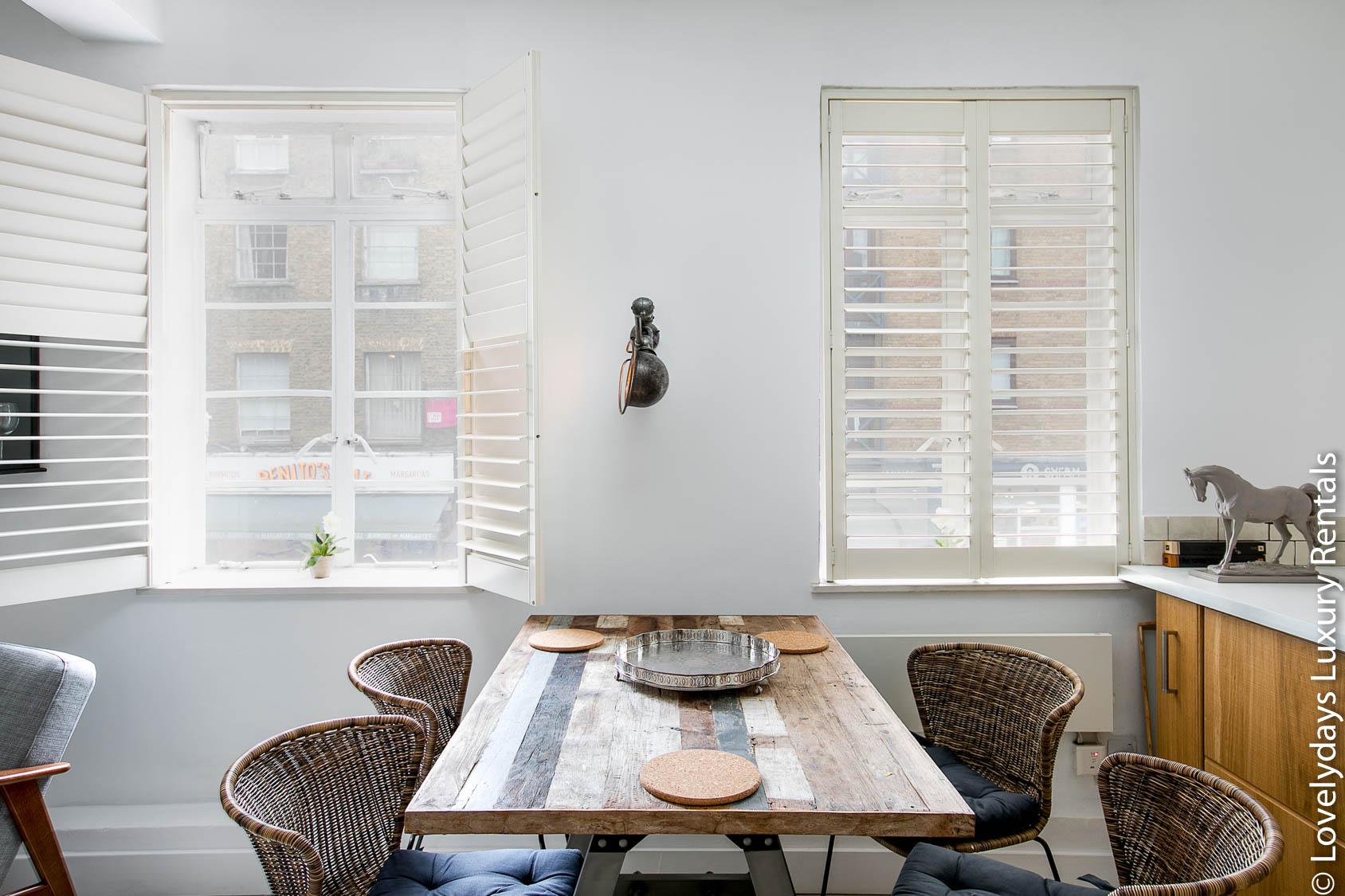 Lovelydays luxury service apartment rental - London - Fitzrovia - Goodge 55 - Lovelysuite - 2 bedrooms - 3 bathrooms - Dining living room - c4a36a21f1fa - Lovelydays