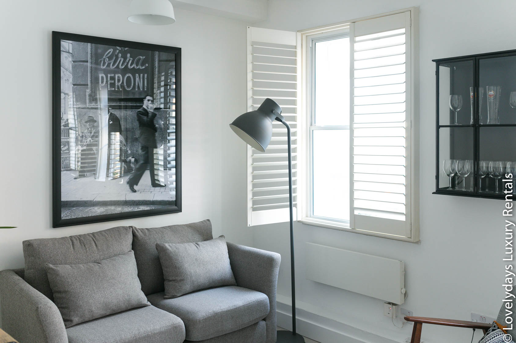 Lovelydays luxury service apartment rental - London - Fitzrovia - Goodge 55 - Lovelysuite - 2 bedrooms - 3 bathrooms - Comfortable sofa - 41a16faab2df - Lovelydays