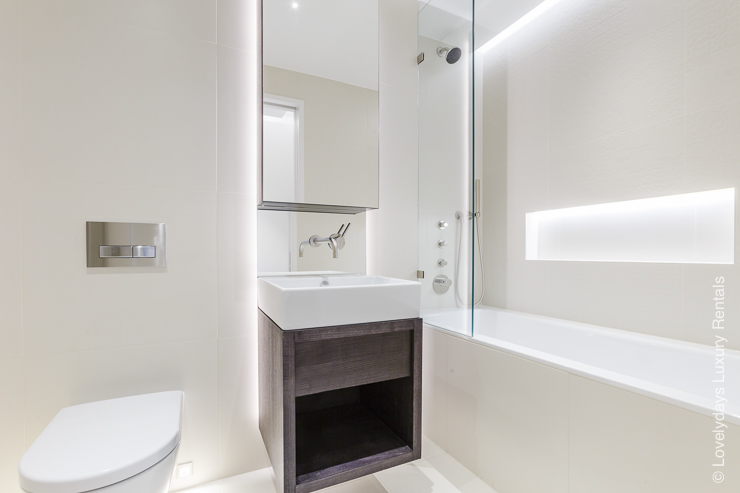 Lovelydays luxury service apartment rental - London - Fitzrovia - Goodge street - Lovelysuite - 2 bedrooms - 2 bathrooms - Large bathtub - c8f56f1530ea - Lovelydays