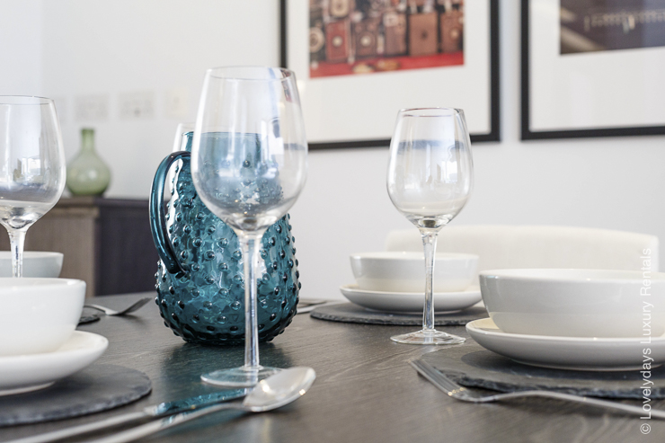 Lovelydays luxury service apartment rental - London - Fitzrovia - Goodge street - Lovelysuite - 2 bedrooms - 2 bathrooms - Dining living room - 0183a073f28c - Lovelydays