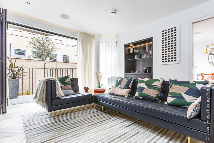 Lovelydays luxury service apartment rental - London - Fitzrovia - Goodge street II - Lovelysuite - 2 bedrooms - 2 bathrooms - Luxury living room - Comfortable sofa - TV system - A/C system - 057acbf1747b - Lovelydays