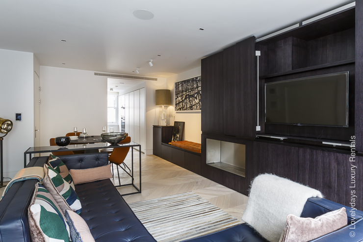 Lovelydays luxury service apartment rental - London - Fitzrovia - Goodge street II - Lovelysuite - 2 bedrooms - 2 bathrooms - Luxury living room - TV system - 34f89a01ee9c - Lovelydays