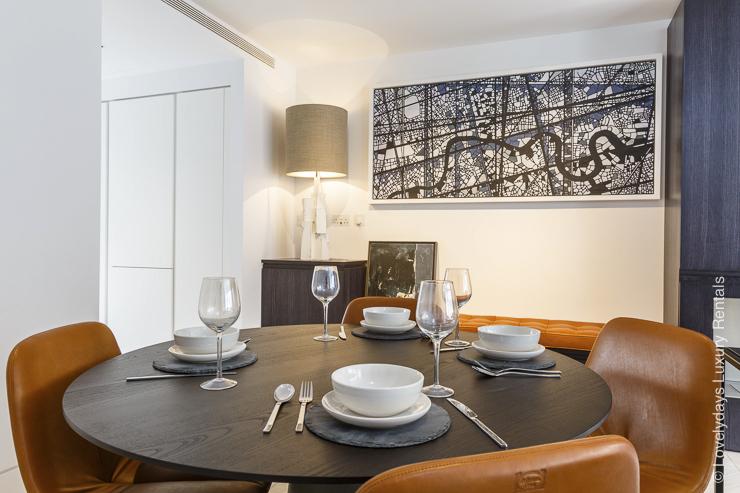 Lovelydays luxury service apartment rental - London - Fitzrovia - Goodge street II - Lovelysuite - 2 bedrooms - 2 bathrooms - Dining living room - 7bec3361276f - Lovelydays