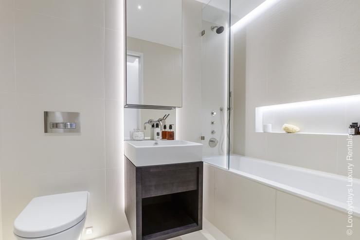 Lovelydays luxury service apartment rental - London - Fitzrovia - Goodge street II - Lovelysuite - 2 bedrooms - 2 bathrooms - Beautiful bathtub - 4b0ed733a951 - Lovelydays