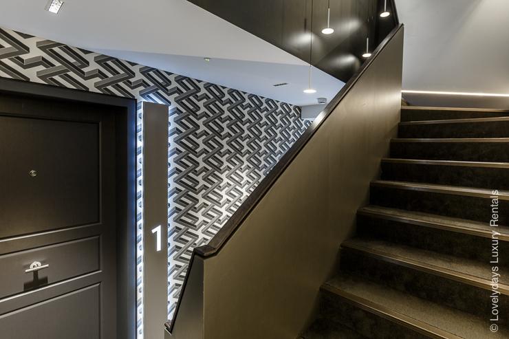 Lovelydays luxury service apartment rental - London - Fitzrovia - Goodge street III - Lovelysuite - 3 bedrooms - 2 bathrooms - Hallway - 5dda3418569a - Lovelydays