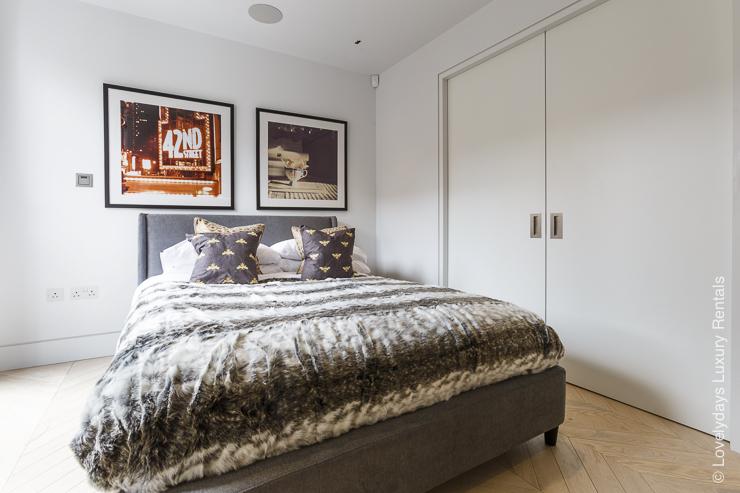 Lovelydays luxury service apartment rental - London - Fitzrovia - Goodge street III - Lovelysuite - 3 bedrooms - 2 bathrooms - King bed - 02e202996196 - Lovelydays