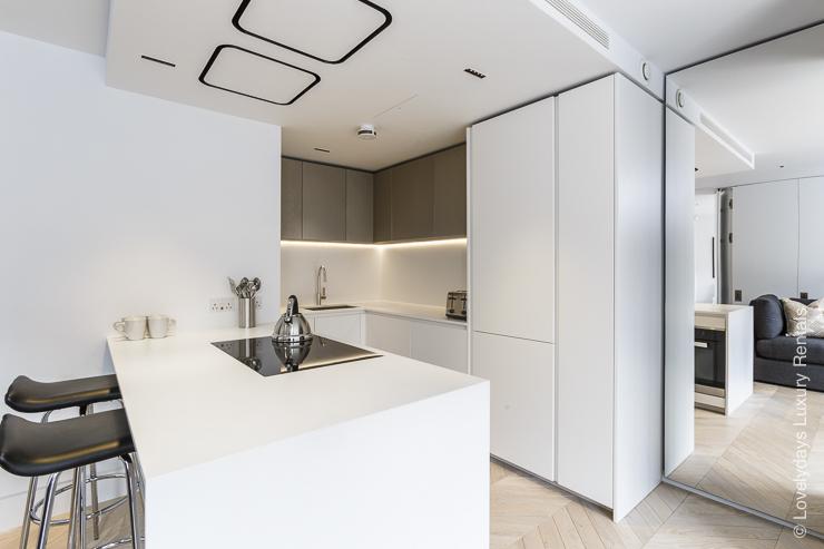 Lovelydays luxury service apartment rental - London - Fitzrovia - Goodge street III - Lovelysuite - 3 bedrooms - 2 bathrooms - Luxury kitchen - 51015993dbdc - Lovelydays
