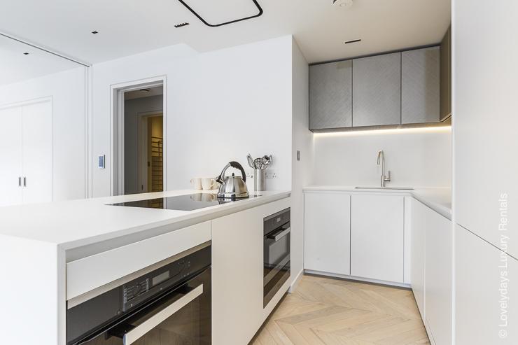 Lovelydays luxury service apartment rental - London - Fitzrovia - Goodge street III - Lovelysuite - 3 bedrooms - 2 bathrooms - Luxury kitchen - 521eee15df68 - Lovelydays