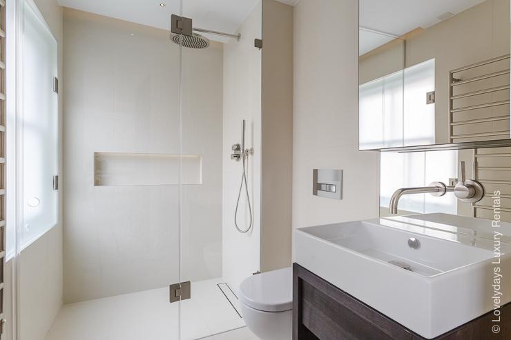 Lovelydays luxury service apartment rental - London - Fitzrovia - Goodge street III - Lovelysuite - 3 bedrooms - 2 bathrooms - Lovely shower - b663ad3e721d - Lovelydays