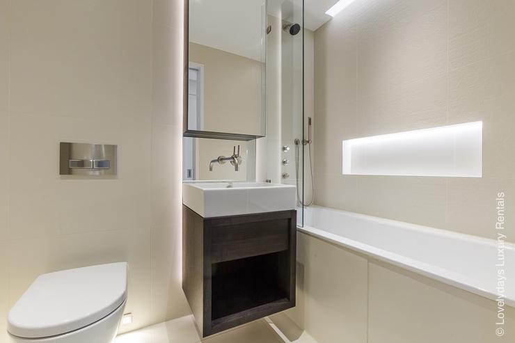 Lovelydays luxury service apartment rental - London - Fitzrovia - Goodge street III - Lovelysuite - 3 bedrooms - 2 bathrooms - Large bathtub - efae09d70d1d - Lovelydays