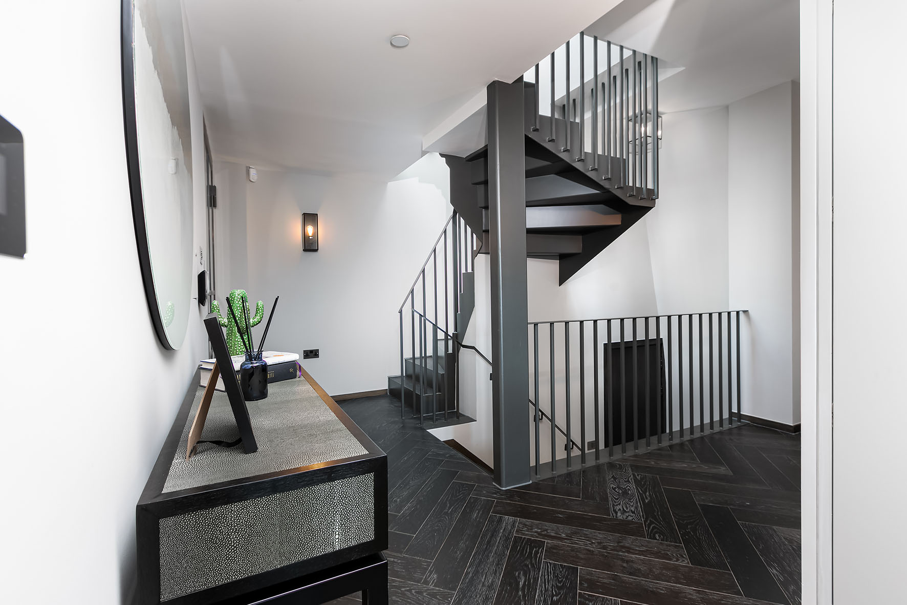 Lovelydays luxury service apartment rental - London - Soho - Great Marlborough St. IX - Lovelysuite - 2 bedrooms - 2 bathrooms - Hallway - 5 star apartment in london - b4f5b2965408 - Lovelydays
