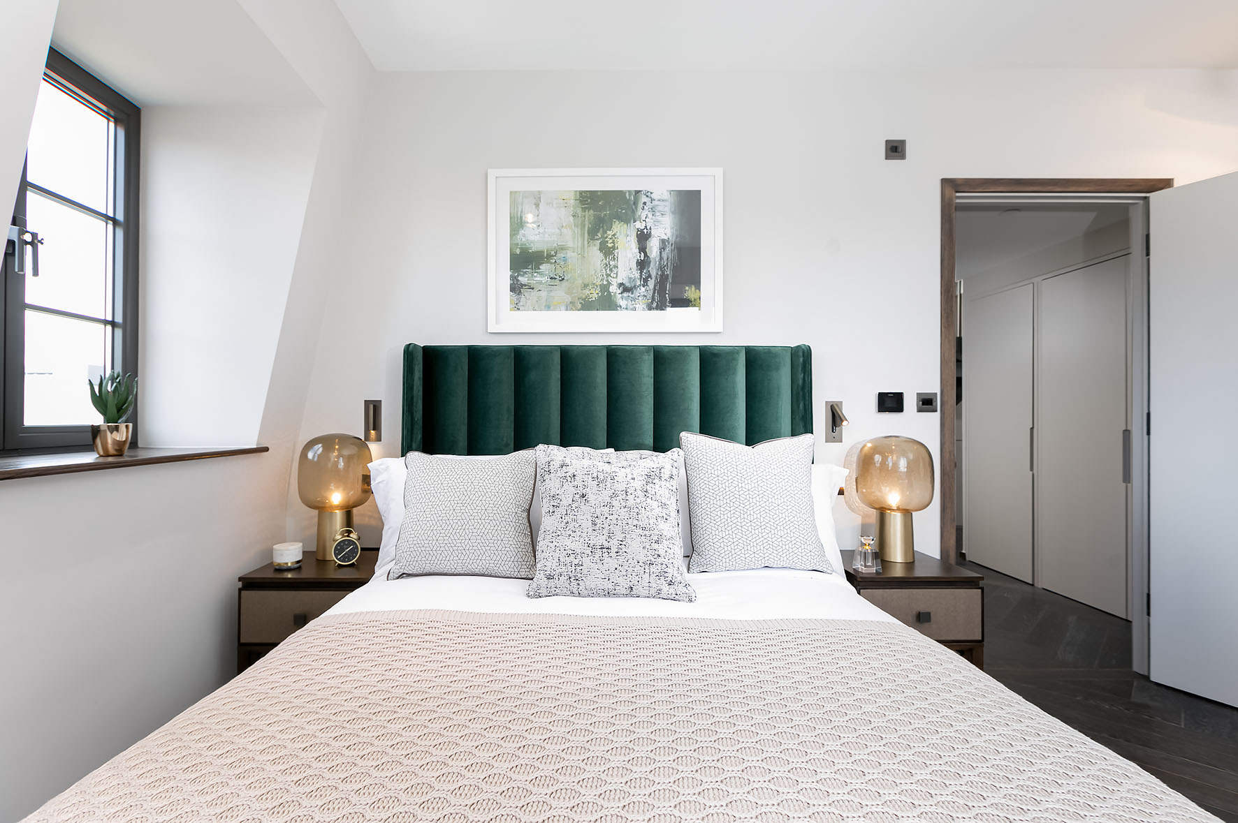 Lovelydays luxury service apartment rental - London - Soho - Great Marlborough St. IX - Lovelysuite - 2 bedrooms - 2 bathrooms - Queen bed - 5 star apartment in london - d2ec182df4f1 - Lovelydays