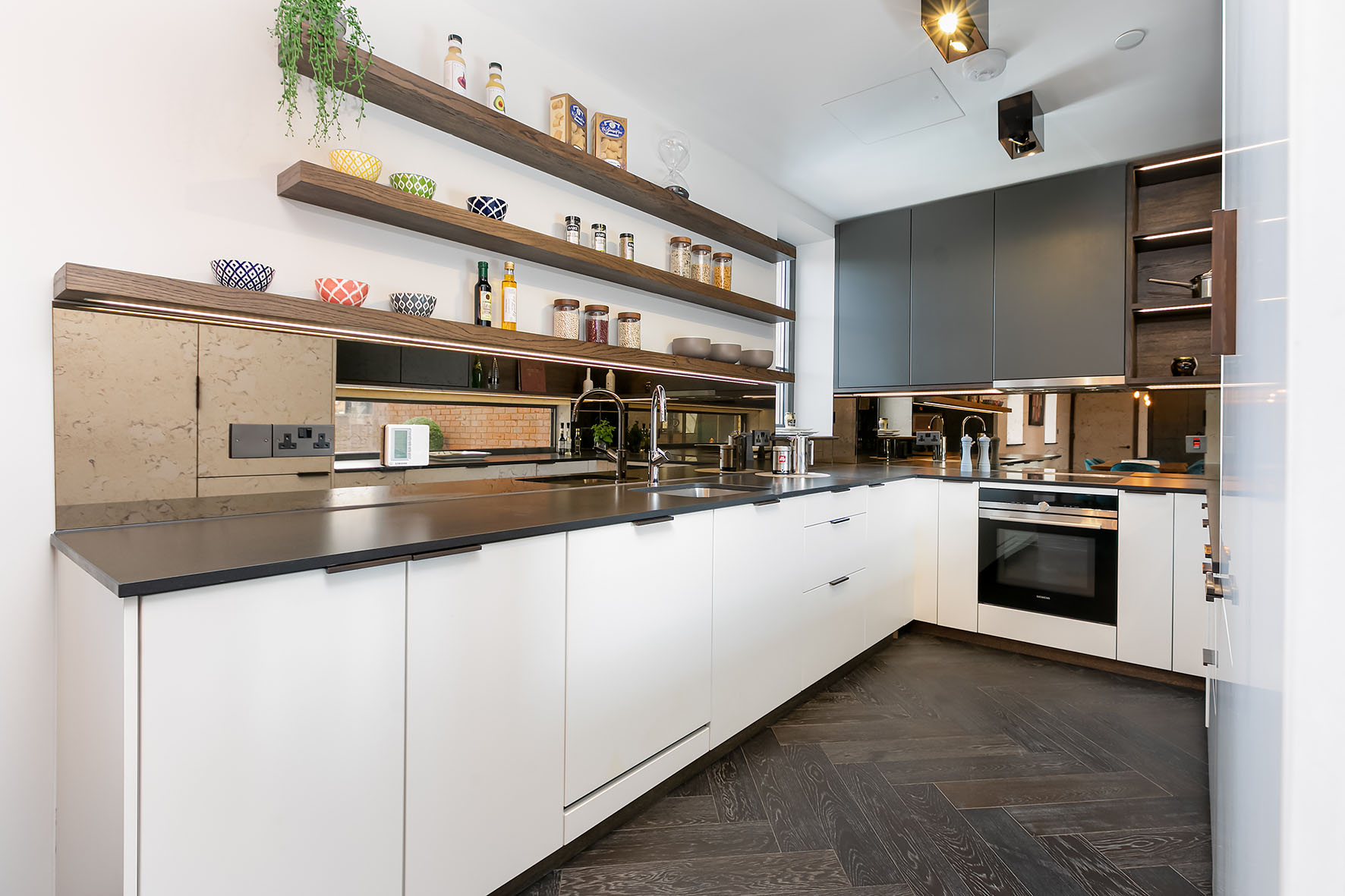 Lovelydays luxury service apartment rental - London - Soho - Great Marlborough St. IX - Lovelysuite - 2 bedrooms - 2 bathrooms - Luxury kitchen - 5 star apartment in london - 6d9c42586e11 - Lovelydays