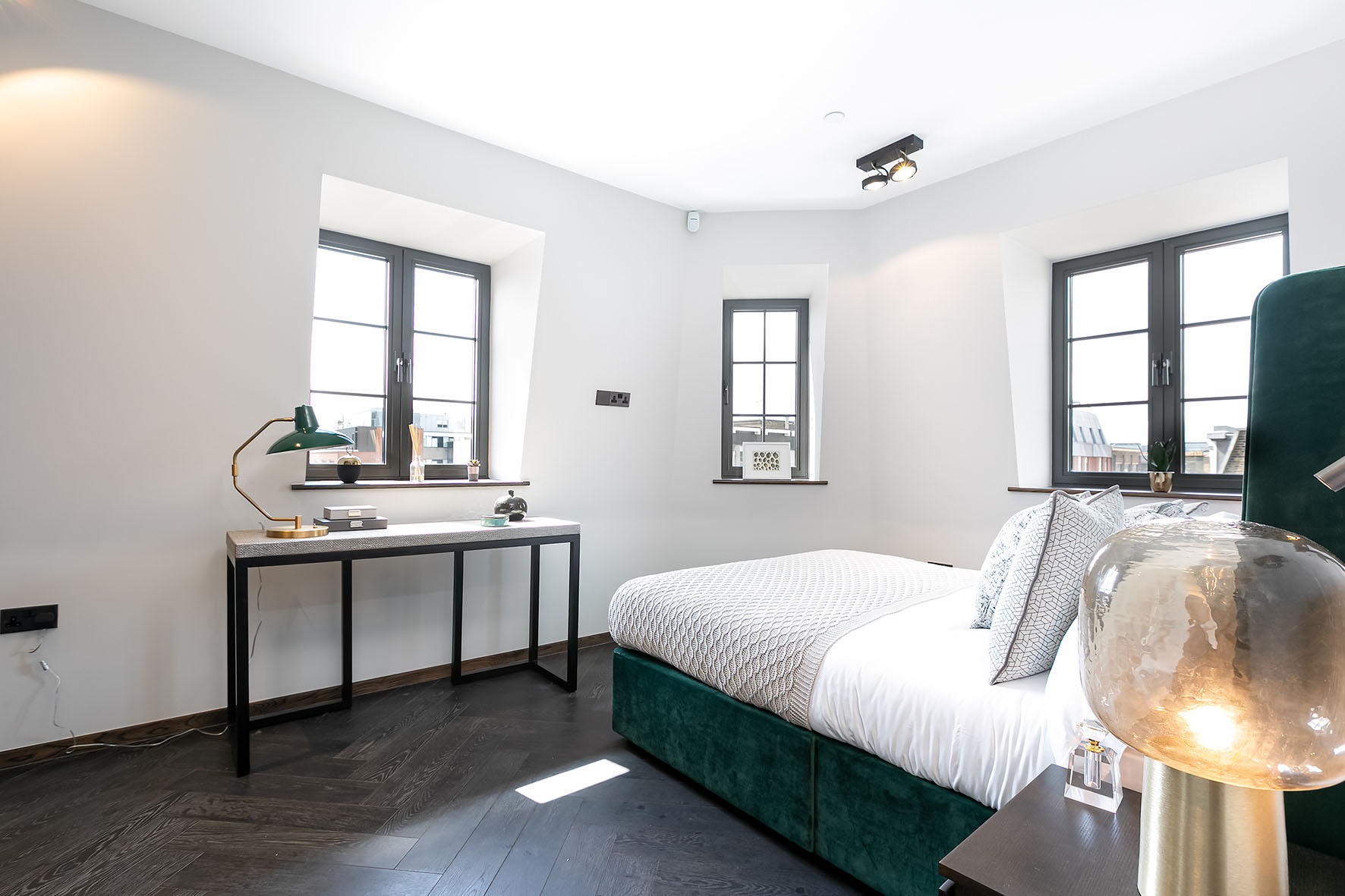 Lovelydays luxury service apartment rental - London - Soho - Great Marlborough St. IX - Lovelysuite - 2 bedrooms - 2 bathrooms - Queen bed - 5 star apartment in london - 8fbd0f163009 - Lovelydays