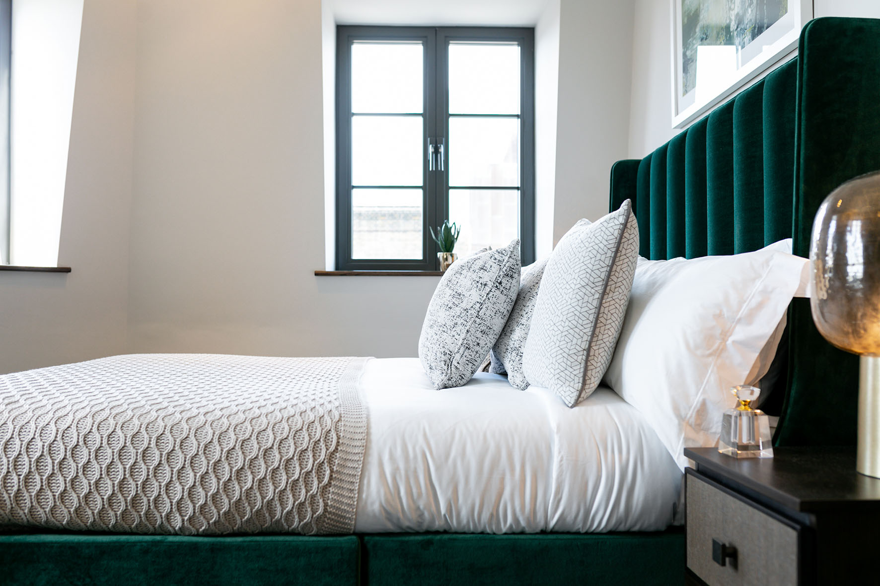 Lovelydays luxury service apartment rental - London - Soho - Great Marlborough St. IX - Lovelysuite - 2 bedrooms - 2 bathrooms - Queen bed - 4947d8cfeacd - Lovelydays