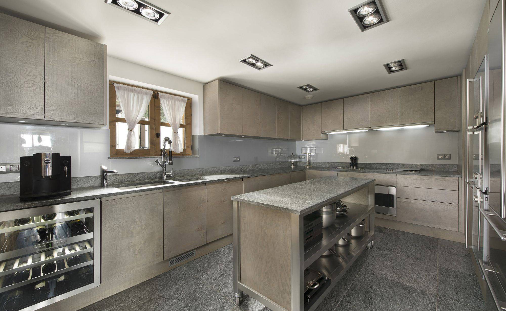 Lovelydays luxury service apartment rental - Courchevel - Great Roc Chalet - Partner - 7 bedrooms - 6 bathrooms - Modern kitchen - ea8b197a67e9 - Lovelydays