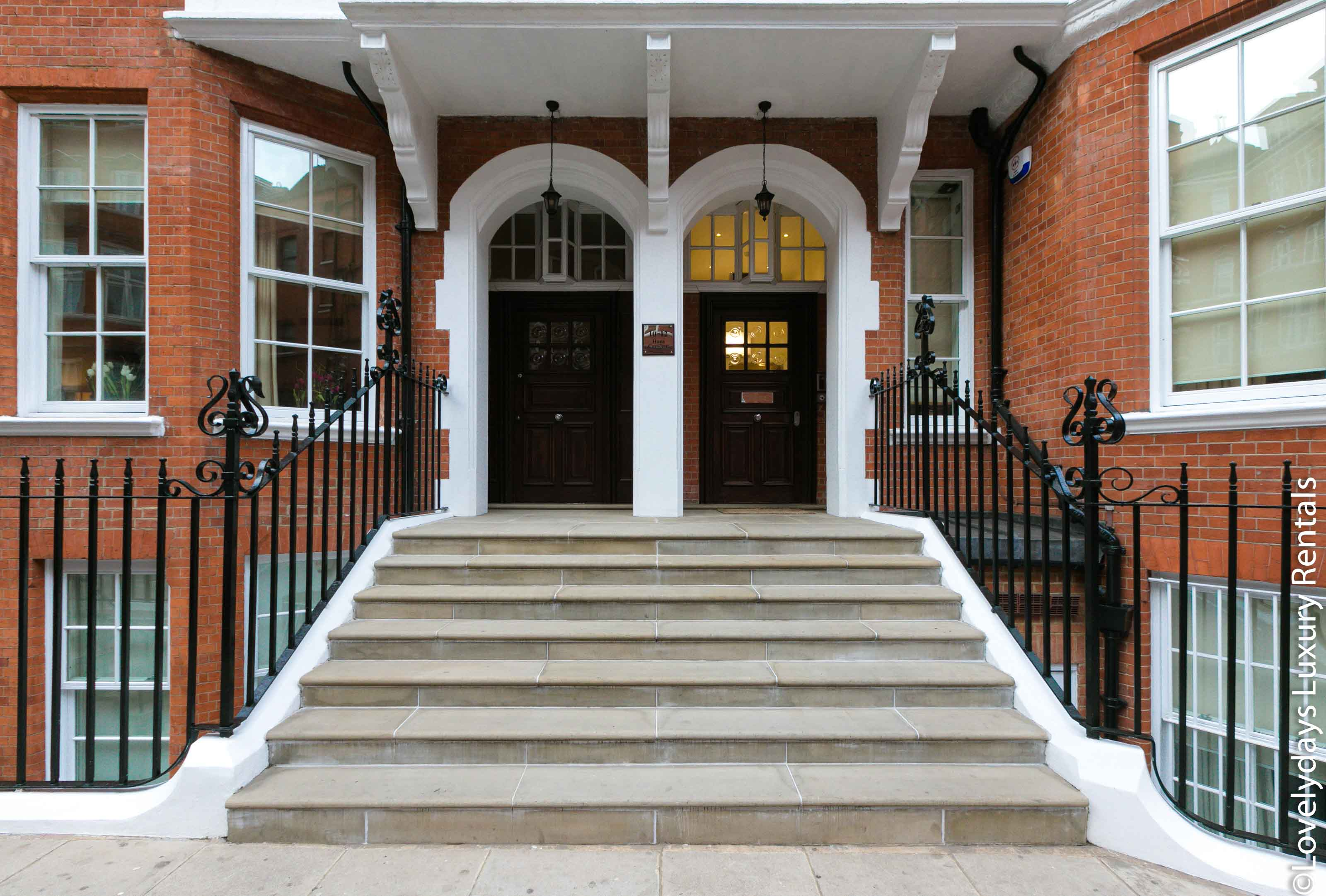 Lovelydays luxury service apartment rental - London - Knightsbridge - Hans Crescent - Partner - 2 bedrooms - 2 bathrooms - Hallway - bfb00e8f4e3d - Lovelydays