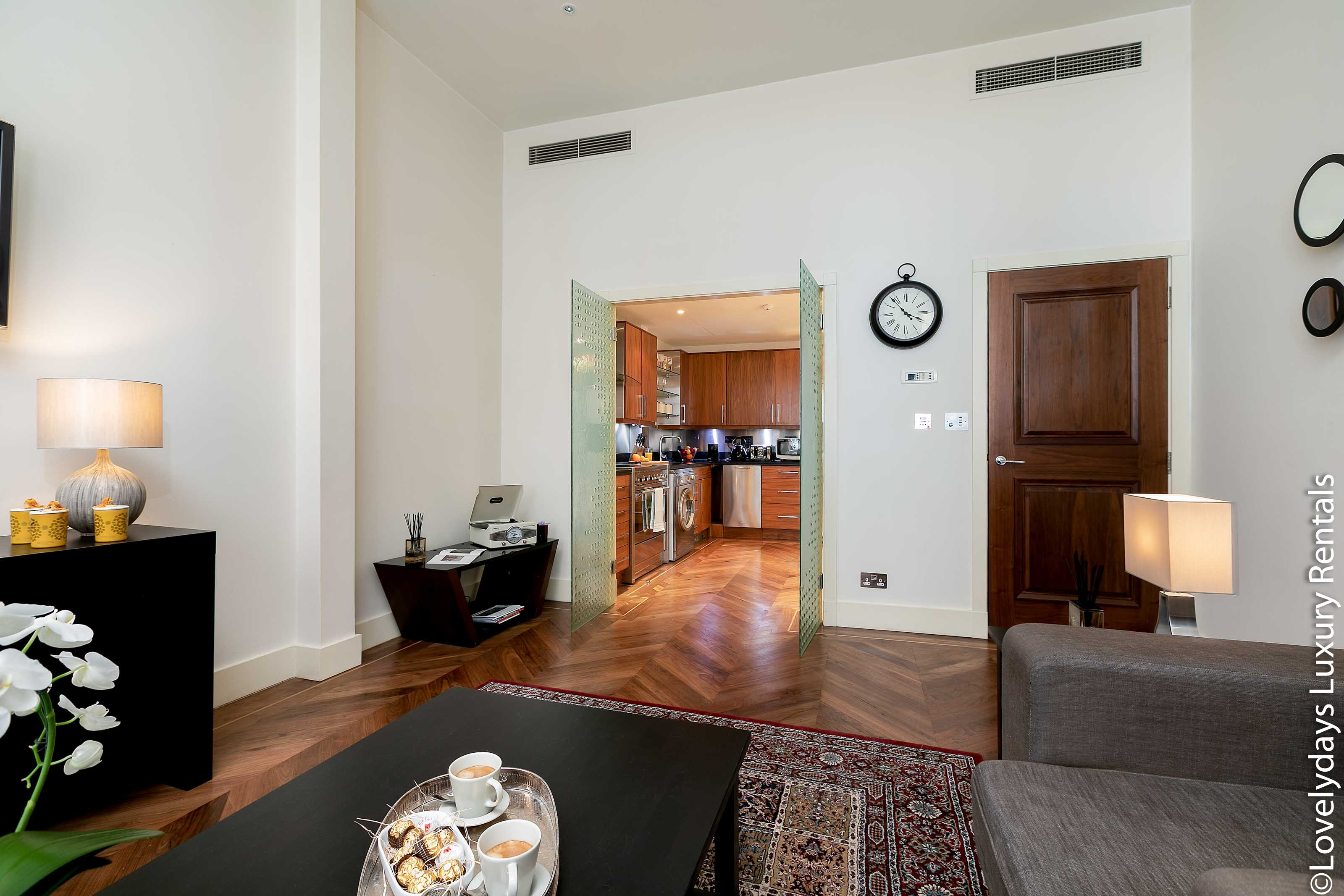 Lovelydays luxury service apartment rental - London - Knightsbridge - Hans Crescent - Partner - 2 bedrooms - 2 bathrooms - Luxury living room - 120f222df007 - Lovelydays
