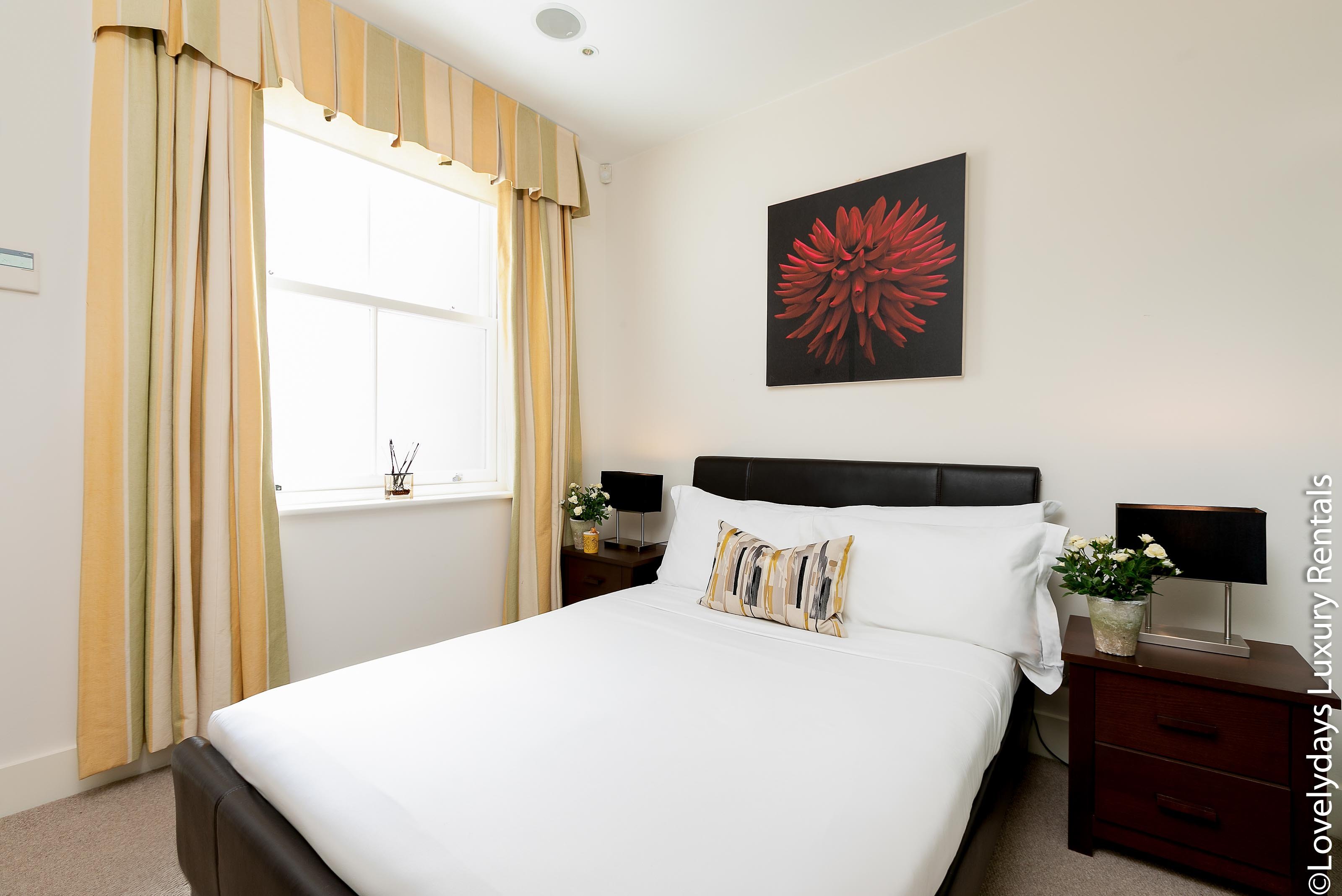 Lovelydays luxury service apartment rental - London - Knightsbridge - Hans Crescent - Partner - 2 bedrooms - 2 bathrooms - Double bed - f7e4213a27c4 - Lovelydays