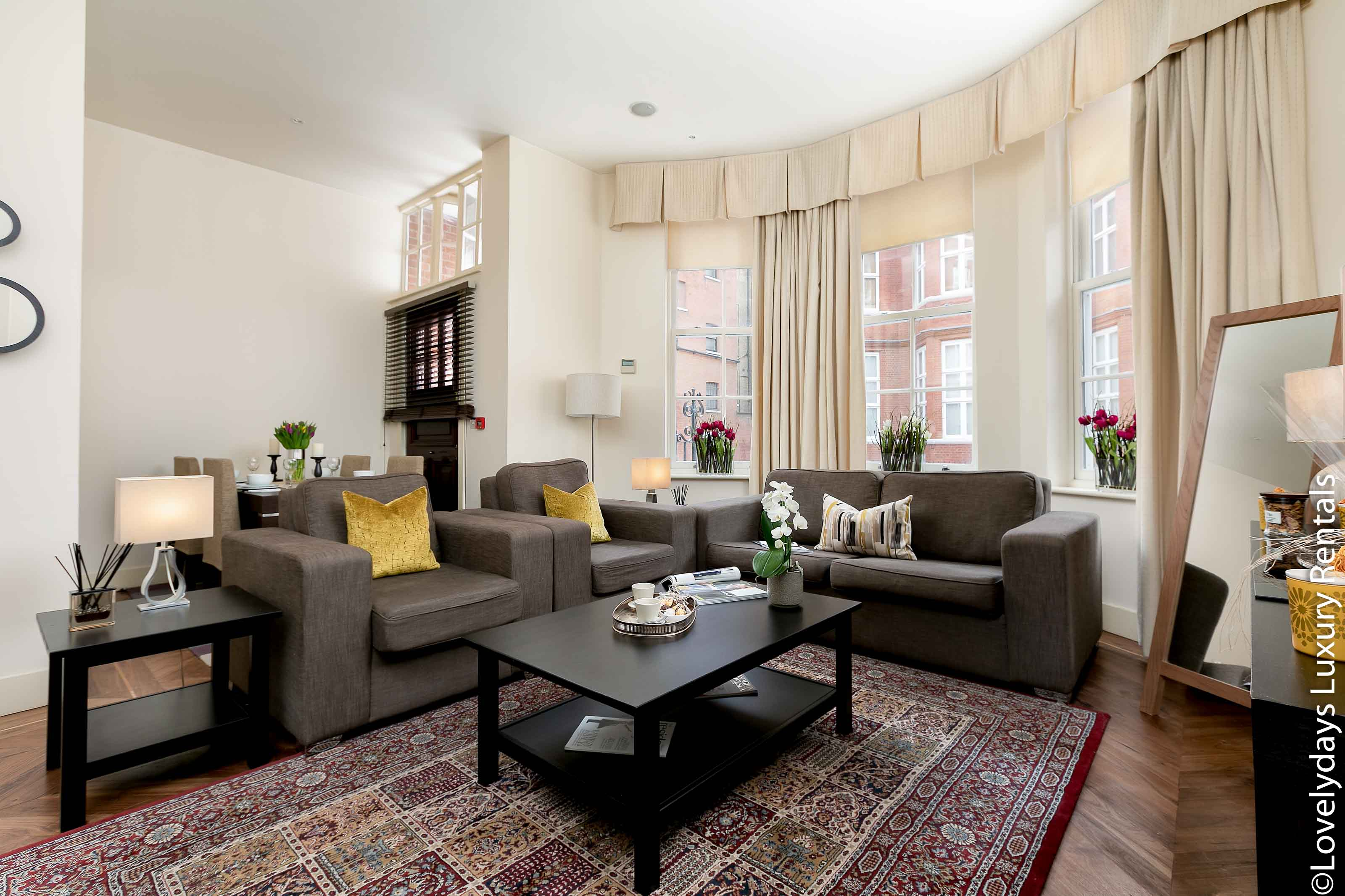 Lovelydays luxury service apartment rental - London - Knightsbridge - Hans Crescent - Partner - 2 bedrooms - 2 bathrooms - Luxury living room - Comfortable sofa - TV system - A/C system - ab38e0fbb59b - Lovelydays