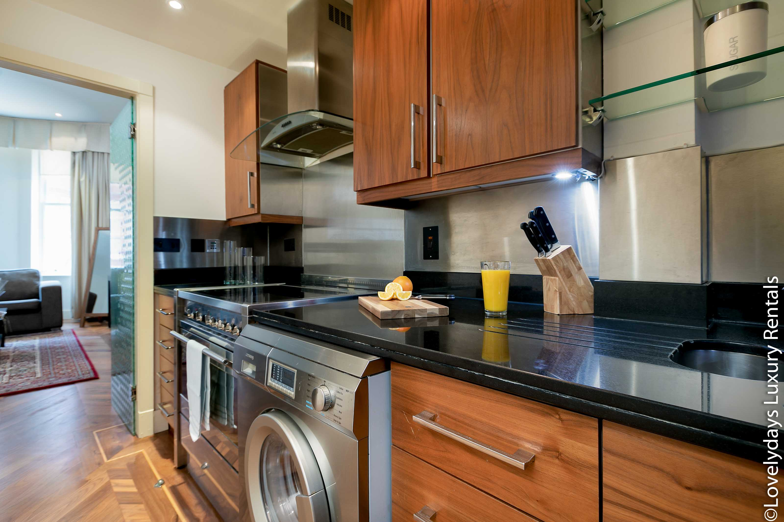 Lovelydays luxury service apartment rental - London - Knightsbridge - Hans Crescent - Partner - 2 bedrooms - 2 bathrooms - Luxury kitchen - 55ec168d570d - Lovelydays