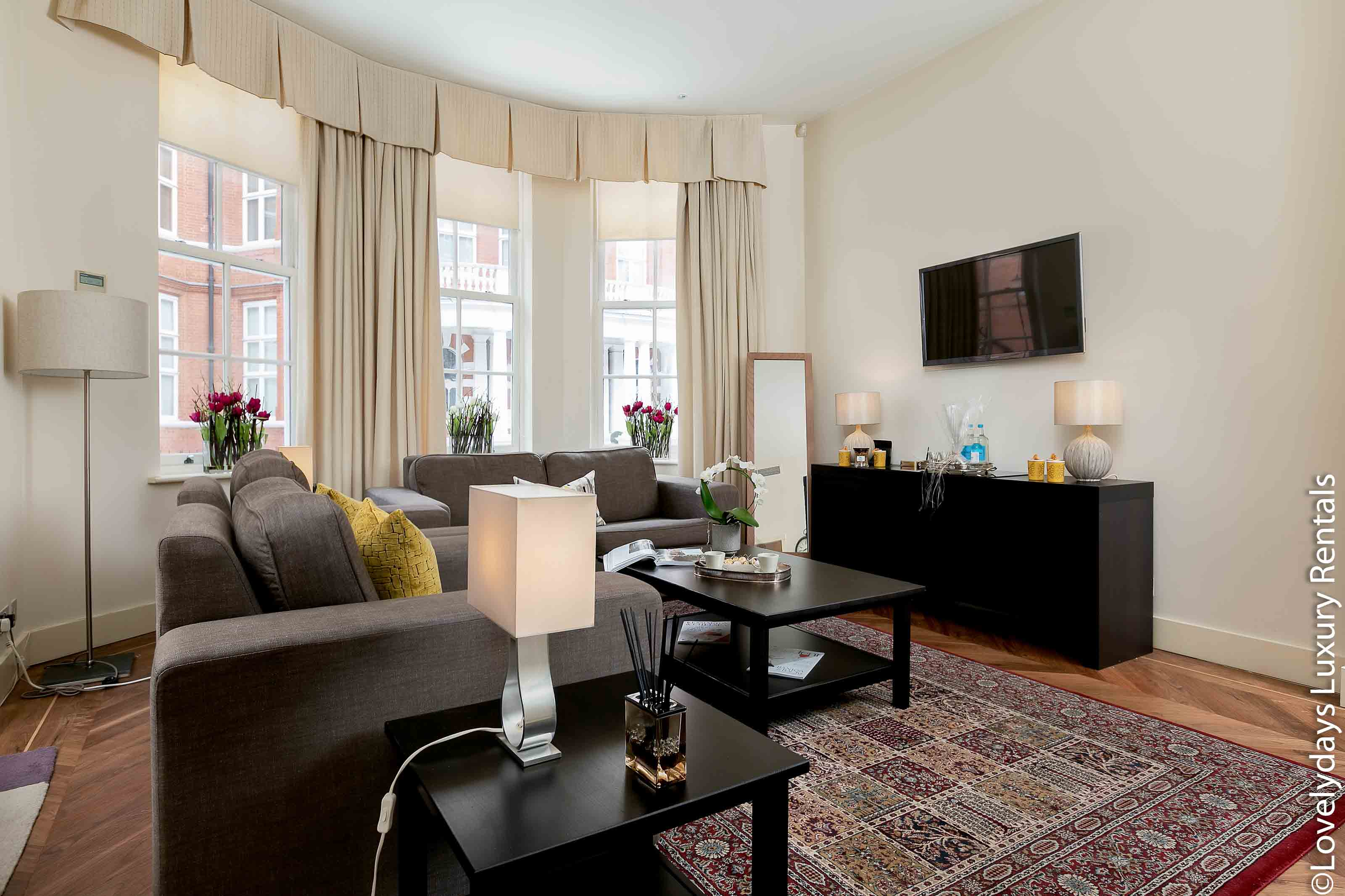 Lovelydays luxury service apartment rental - London - Knightsbridge - Hans Crescent - Partner - 2 bedrooms - 2 bathrooms - Comfortable sofa - TV system - A/C system - a5403e8754e5 - Lovelydays