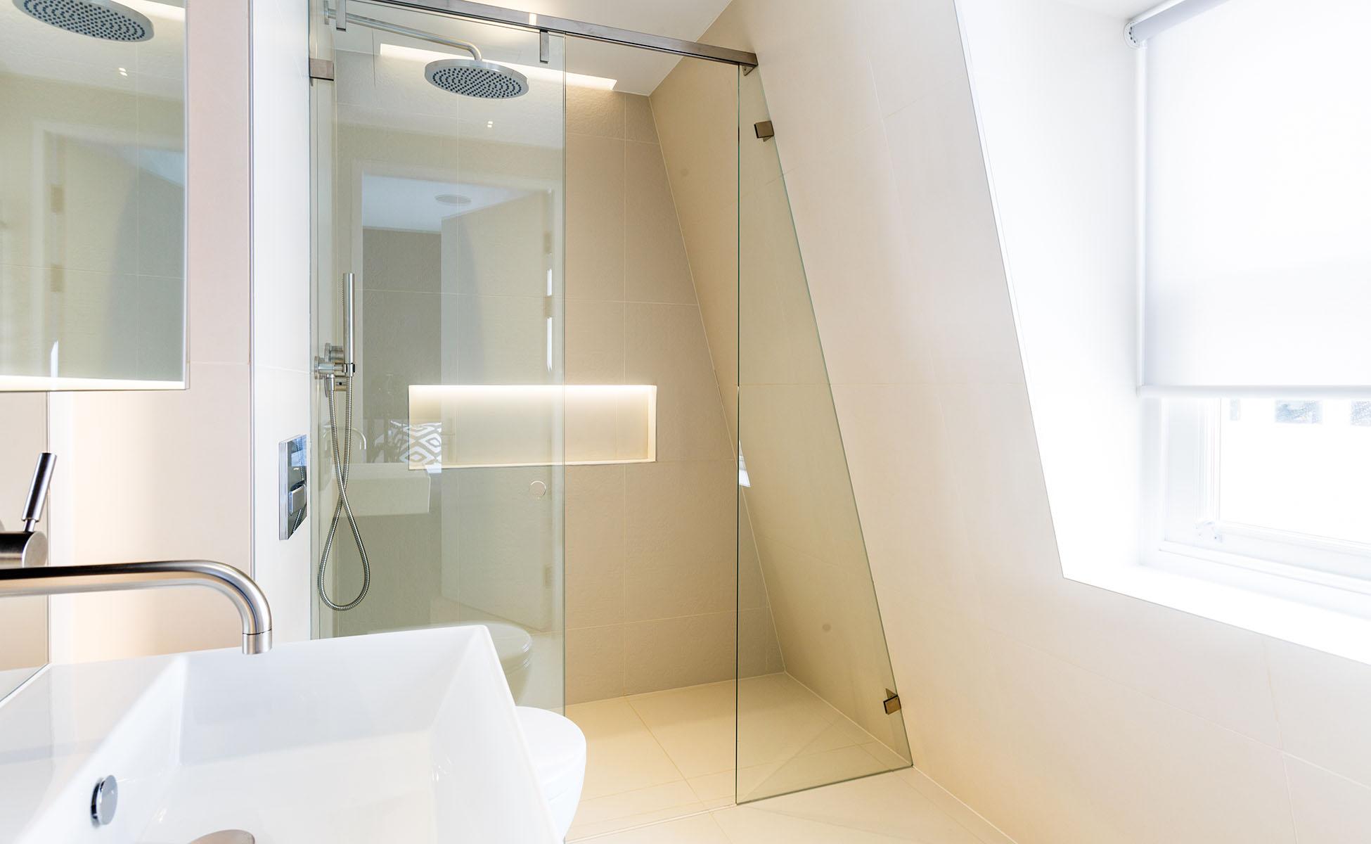 Lovelydays luxury service apartment rental - London - Fitzrovia - Newman Street IV - Lovelysuite - 2 bedrooms - 2 bathrooms - Lovely shower - rent luxury apartment london - 97d3ff45fae3 - Lovelydays