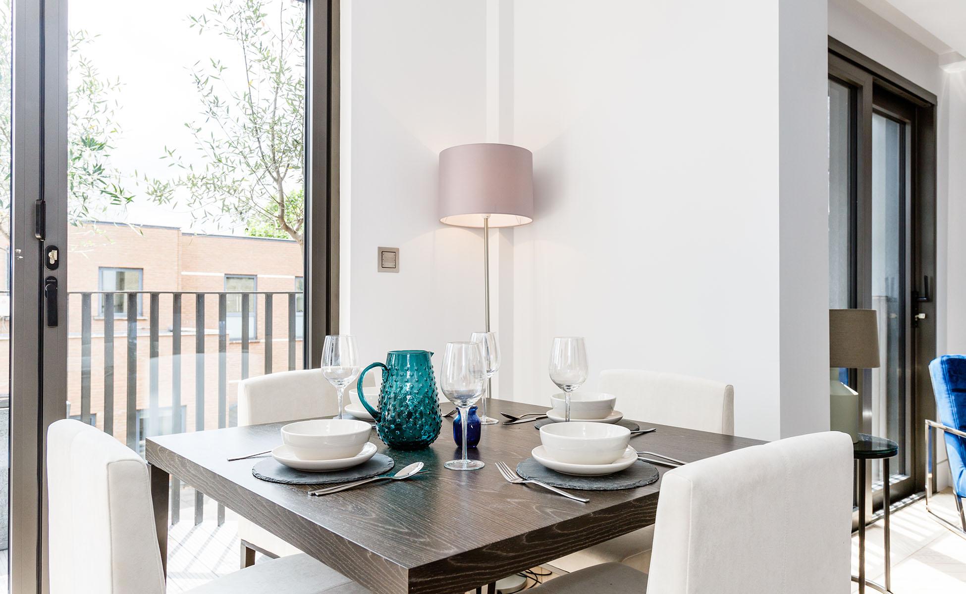 Lovelydays luxury service apartment rental - London - Fitzrovia - Newman Street IV - Lovelysuite - 2 bedrooms - 2 bathrooms - Dining living room - rent luxury apartment london - eeab988cd9f5 - Lovelydays