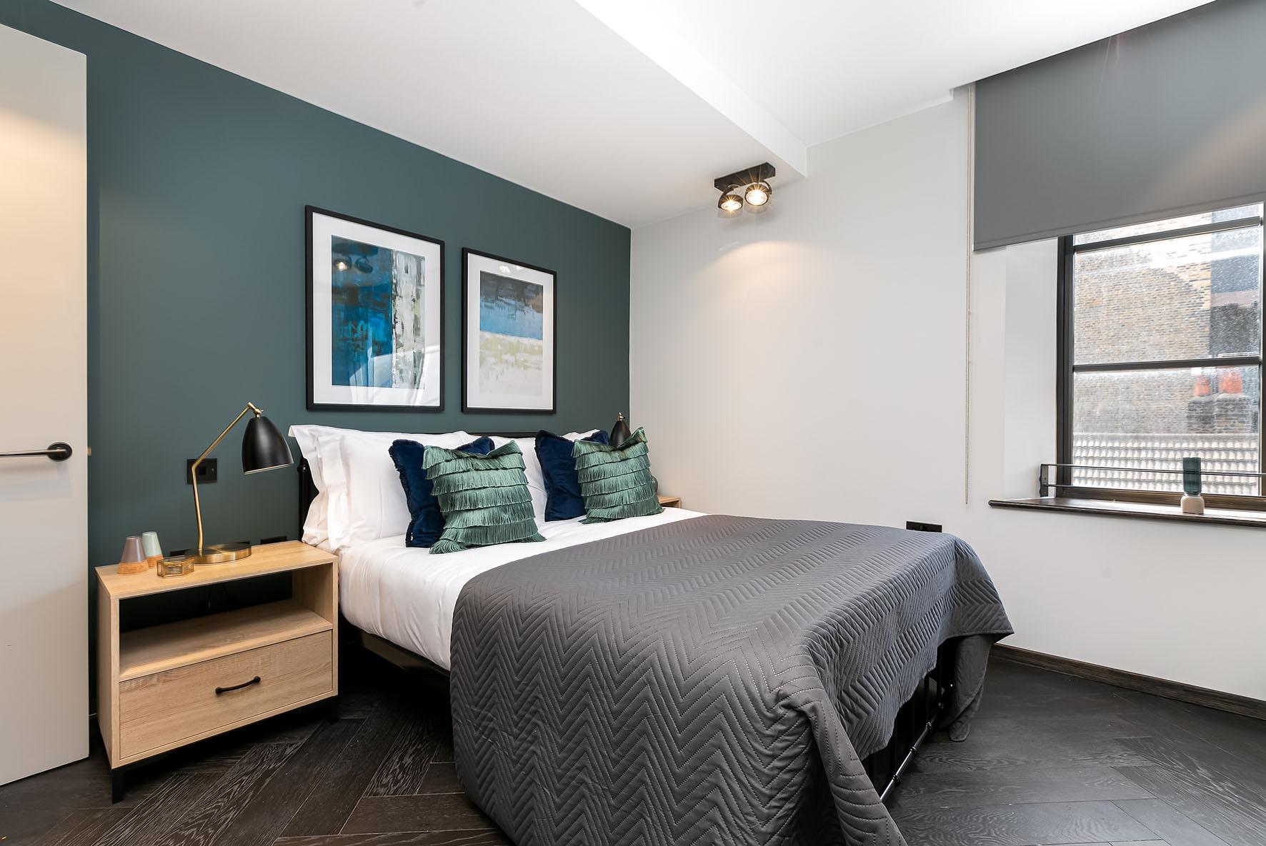 Lovelydays luxury service apartment rental - London - Soho - Noel Street VI - Lovelysuite - 2 bedrooms - 2 bathrooms - Queen bed - 90c4daa21618 - Lovelydays